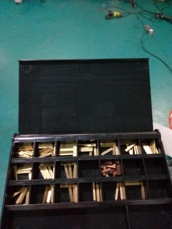 Пейжерийн төхөөрөмж ба кодчилолын төхөөрөмж бүхий шошго автомат